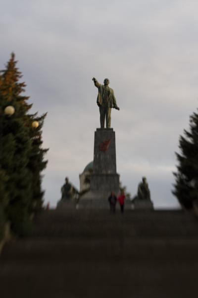 Ленин запускает мячи