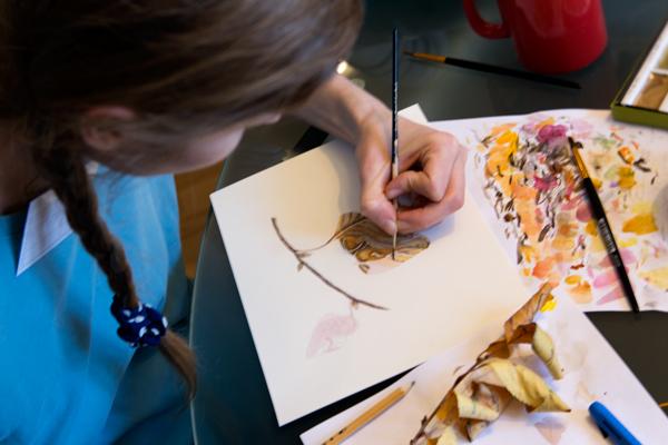 Аня рисует