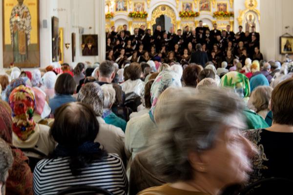 хор Мариинского театра выступает в церкви